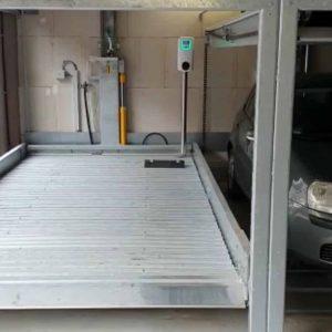 Laadpaal op autolift
